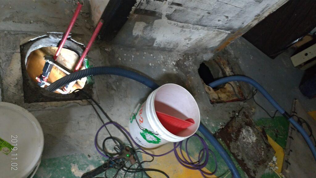 清洗水塔鑽洞