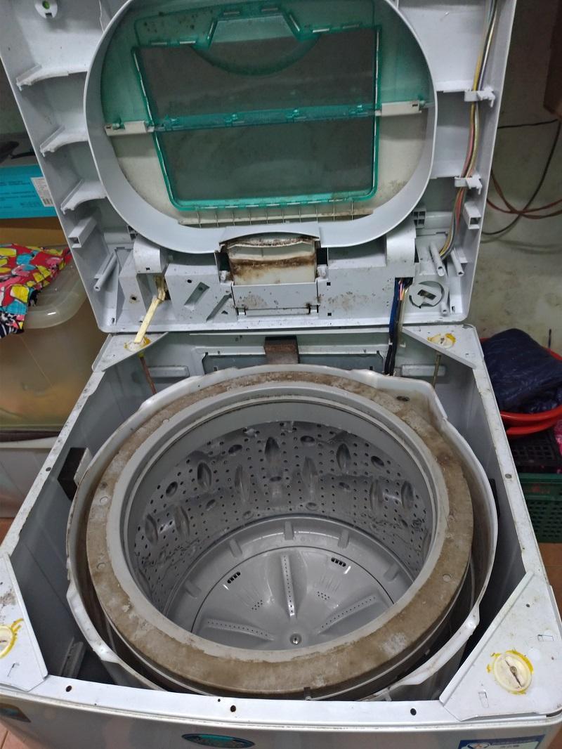 打開洗衣機上蓋